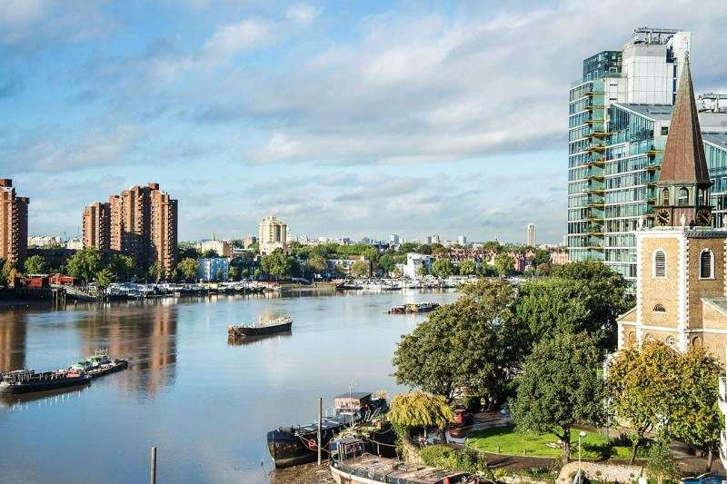 3 Bedrooms Flat for sale in Valiant House, Vicarage Crescent, London, SW11