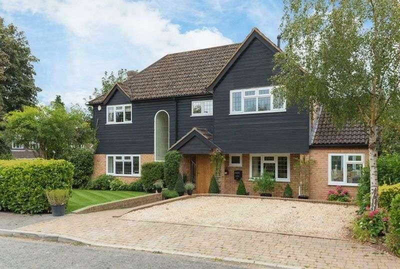 4 Bedrooms Detached House for sale in Ridgemount End, Gerrards Cross