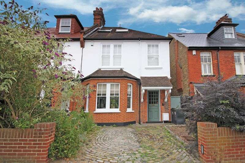 4 Bedrooms Semi Detached House for sale in Russell Road, Buckhurst Hill