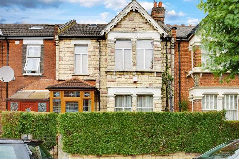 4 Bedrooms Terraced House for sale in Belsize Avenue, Palmers Green, N13
