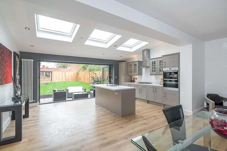 4 Bedrooms Terraced House for sale in Tilehurst Road, London, SW18
