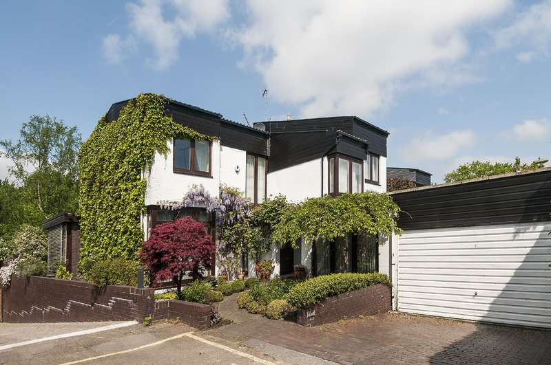 5 Bedrooms Detached House for sale in Cenacle Close, London