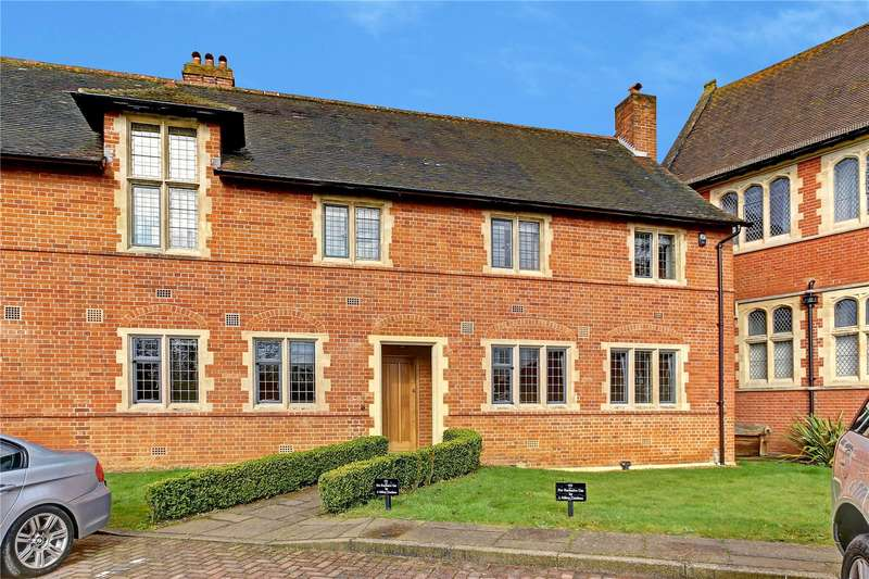 3 Bedrooms Mews House for sale in Abbey Gardens, Upper Woolhampton, Reading, Berkshire, RG7