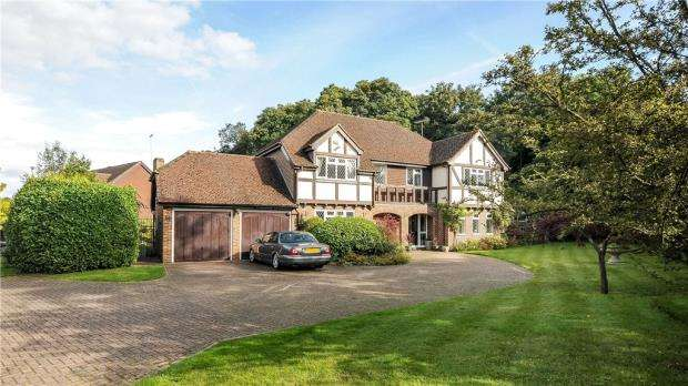 5 Bedrooms Detached House for sale in Barberry Way, Hawley, Surrey