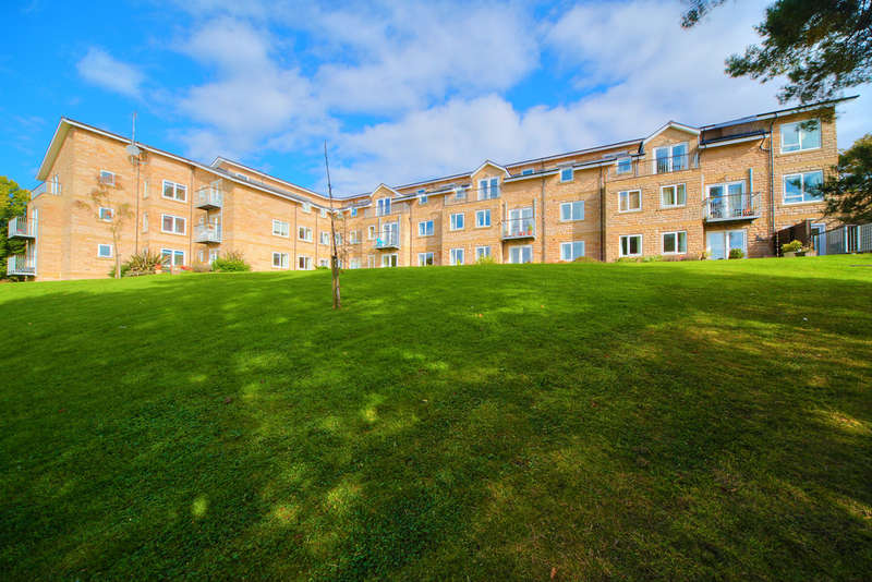 2 Bedrooms Flat for sale in Apt 18 Fairthorn, 117 Townhead Road, Dore, S17 3AJ