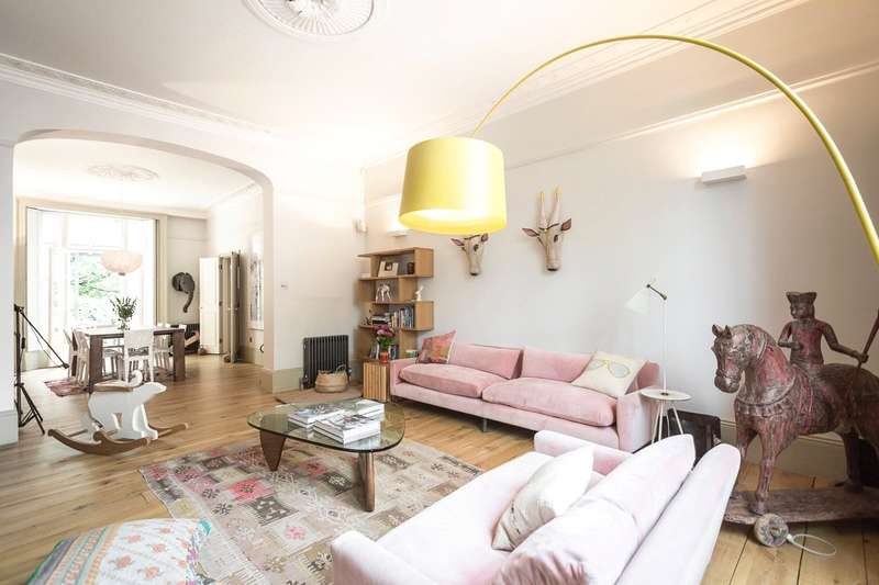 4 Bedrooms Maisonette Flat for sale in Regents Park Road, London, NW1