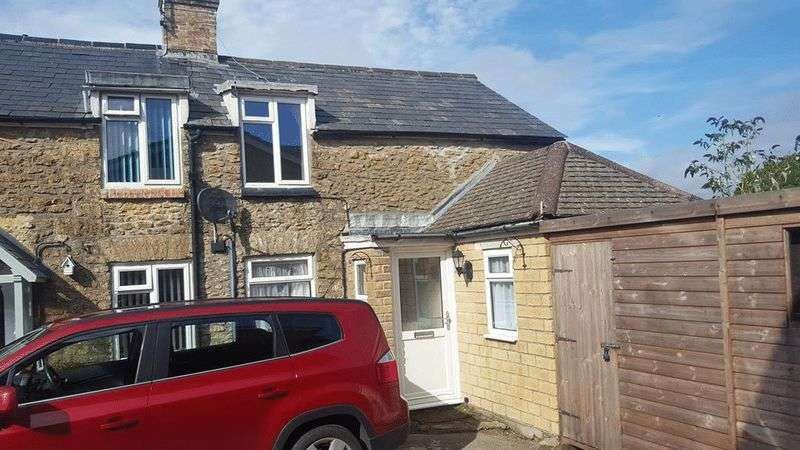 2 Bedrooms Terraced House for sale in Lang Road, Crewkerne