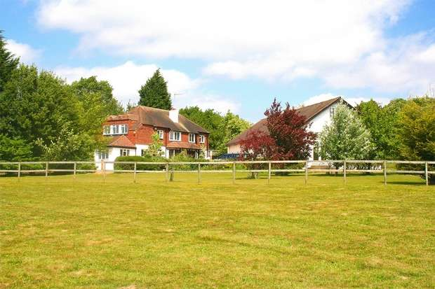 5 Bedrooms Detached House for sale in Common Lane, Radlett