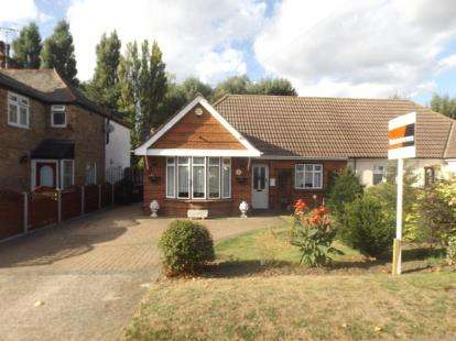 2 Bedrooms Bungalow for sale in Aveley, South Ockendon, Essex