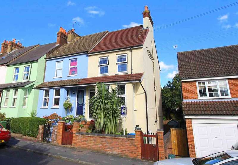 3 Bedrooms Semi Detached House for sale in Cowper Road, Boxmoor