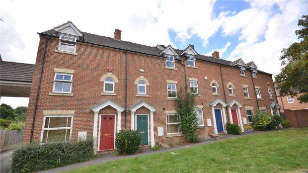 4 Bedrooms Terraced House for sale in Sycamore Rise, Bracknell, Berkshire