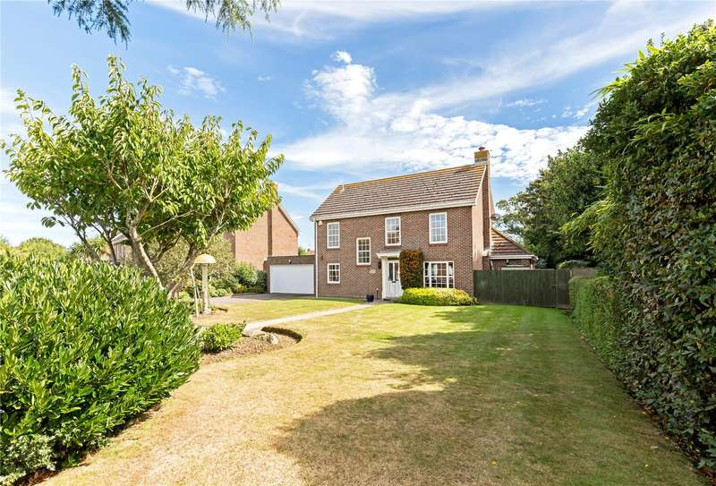 4 Bedrooms Detached House for sale in Hamilton Gardens, Aldwick, West Sussex, PO21