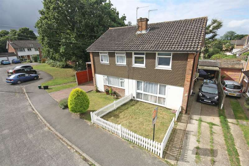 3 Bedrooms Property for sale in Ivydene Close, Redhill