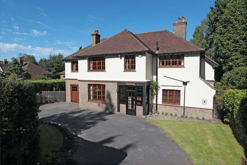 5 Bedrooms Detached House for sale in Goldsmiths Avenue, Crowborough, East Sussex