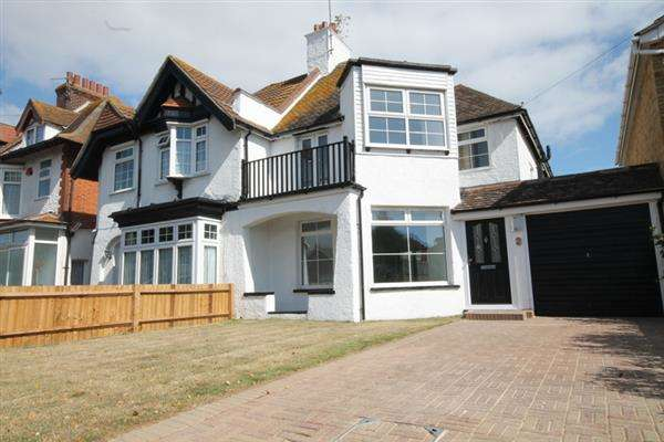 3 Bedrooms House for sale in Vista Road, East Clacton