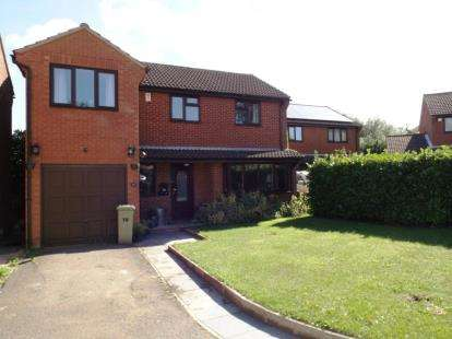 4 Bedrooms Detached House for sale in Lodge Gate, Great Linford, Milton Keynes, Buckinghamshire