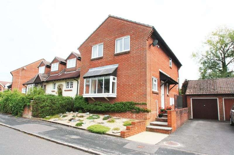 4 Bedrooms Detached House for sale in Mallard Close in Bishops Waltham