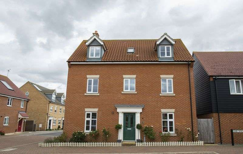 5 Bedrooms Detached House for sale in Sycamore Drive, Bury St. Edmunds