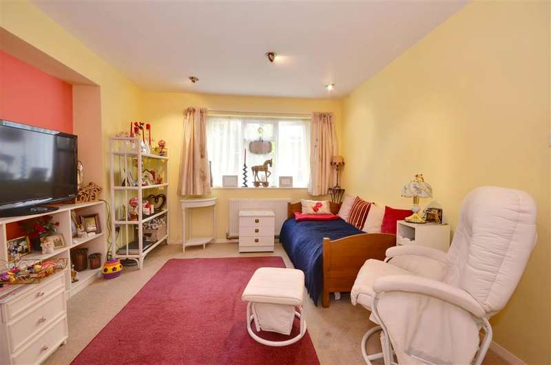5 Bedrooms Detached House for sale in Collison Place, Tenterden, Kent