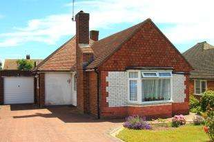 2 Bedrooms Bungalow for sale in Willingdon Park Drive, Eastbourne, East Sussex