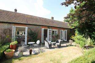 2 Bedrooms Semi Detached House for sale in Angel Yard, North Street, Midhurst, West Sussex