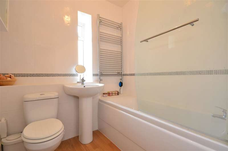 3 Bedrooms Ground Flat for sale in Winchelsea Gardens, Worthing, West Sussex