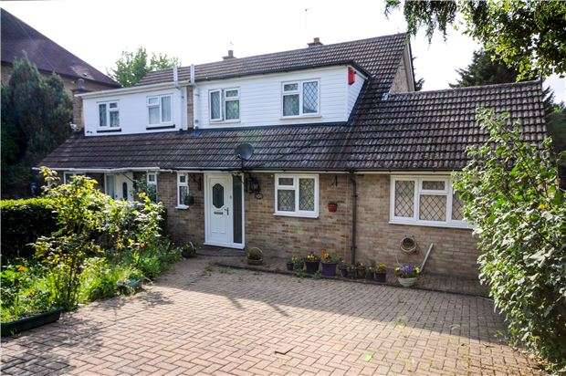 4 Bedrooms Semi Detached House for sale in Windermere Road, COULSDON, Surrey, CR5 2JE