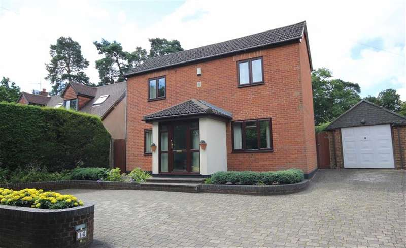 3 Bedrooms Property for sale in Crooksbury Road, Runfold, Farnham