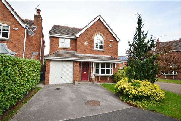 4 Bedrooms Detached House for sale in Gardenia Close, Clayton Le Woods, Chorley