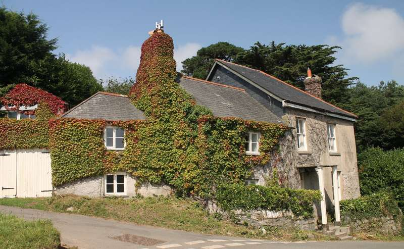5 Bedrooms Detached House for sale in The Retreat, Goveton, Kingsbridge