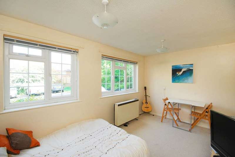 Studio Flat for sale in College Gardens, Wandsworth Common, SW17