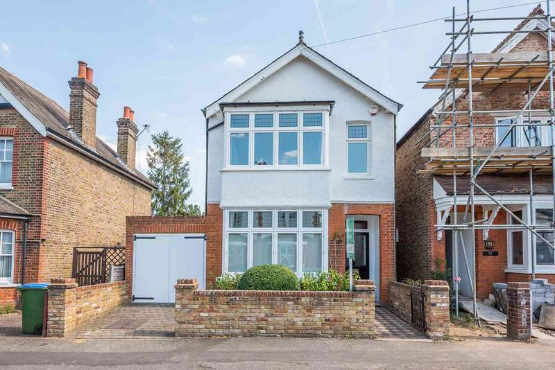 3 Bedrooms Detached House for sale in Weston Park, Thames Ditton
