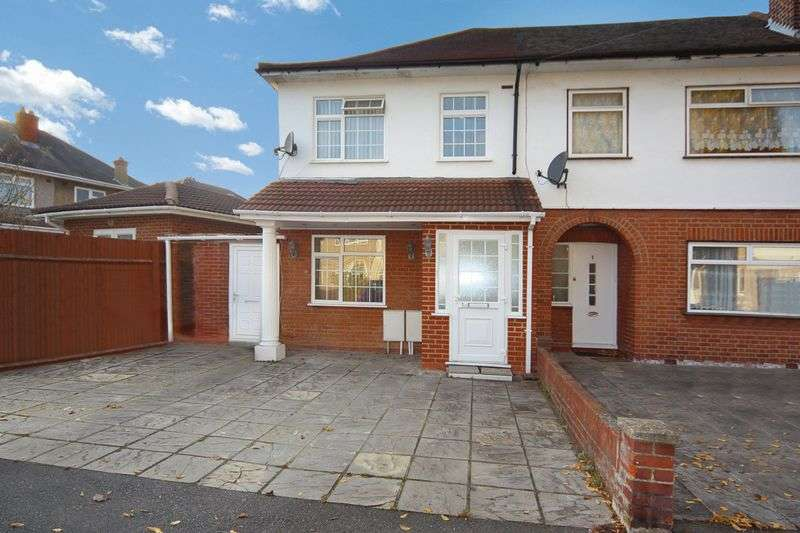 3 Bedrooms Terraced House for sale in Mansfield Drive, Hayes