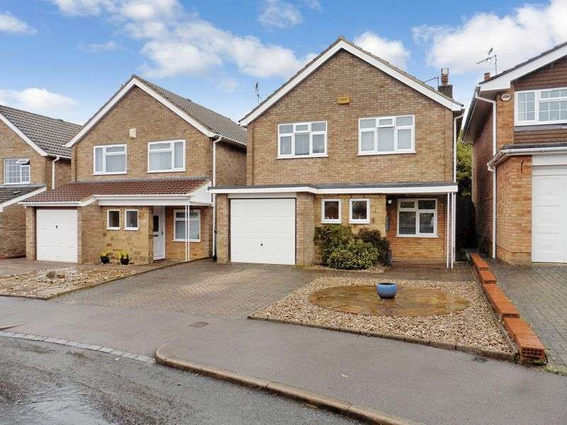 3 Bedrooms Detached House for sale in Lambs Close, Dunstable