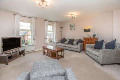 4 Bedrooms Semi Detached House for sale in New Village Way, Churwell, Morley, Leeds