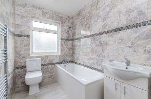 3 Bedrooms Terraced House for sale in Galpins Road, Thornton Heath
