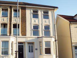 1 Bedroom Flat for sale in Folkestone Road, Dover, Kent
