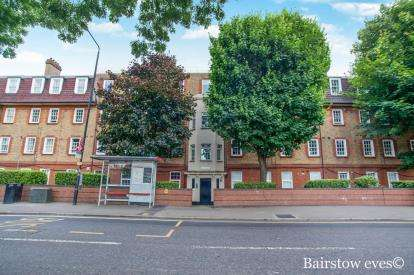 3 Bedrooms Flat for sale in Stratford, London