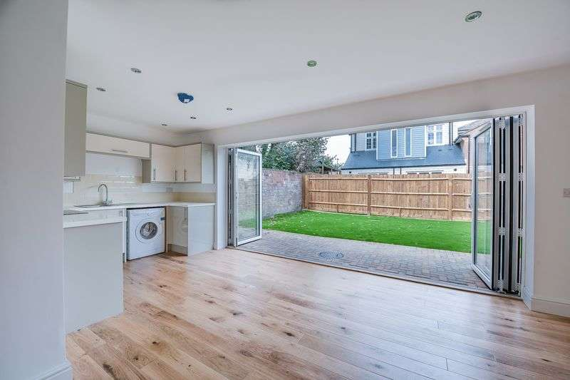 3 Bedrooms Detached House for sale in Inner Avenue, Southampton