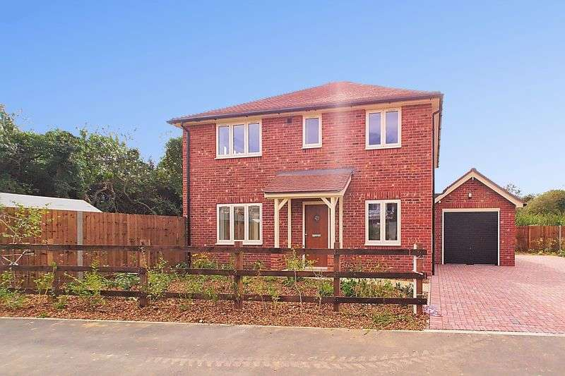 4 Bedrooms Detached House for sale in Mill Lane, Lyminster, BN17