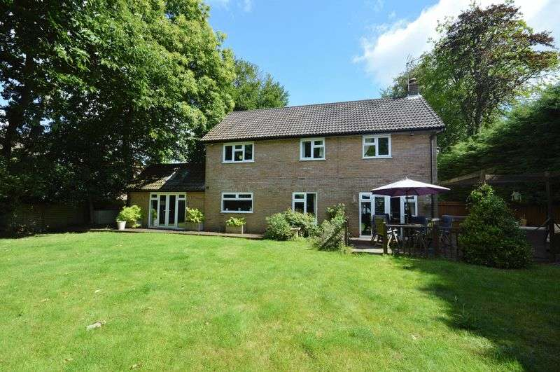 4 Bedrooms Detached House for sale in Gorselands Close, Headley Down