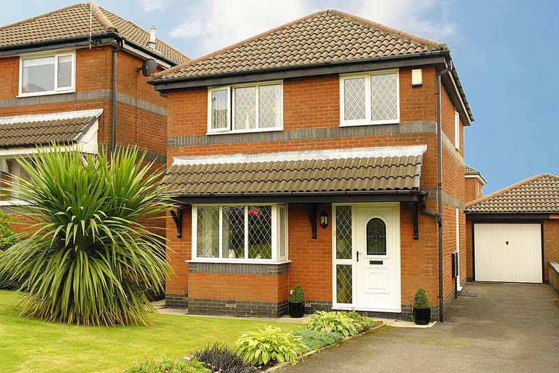 3 Bedrooms Detached House for sale in 9 Finsbury Close, Oldham