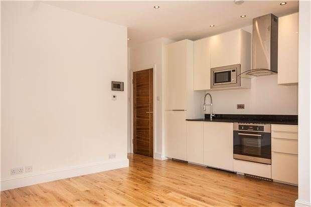 1 Bedroom Flat for sale in 9 High Street, EDENBRIDGE, Kent, TN8 5AJ