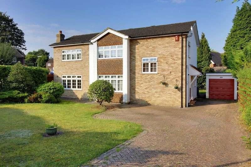 4 Bedrooms Detached House for sale in Alphington Avenue, Camberley
