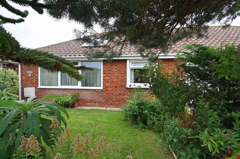 2 Bedrooms Semi Detached Bungalow for sale in Chichester Way, Selsey, Chichester