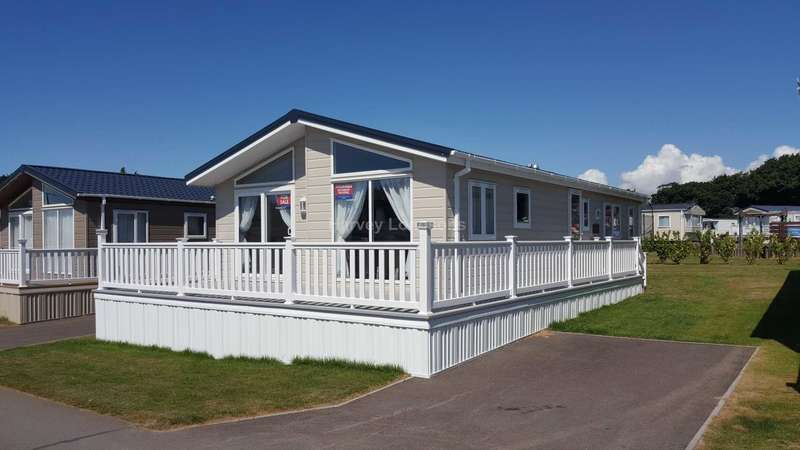 2 Bedrooms Lodge Character Property for sale in Solent Breezes Holiday Park, Hook Lane, Warsash, Nr Fareham
