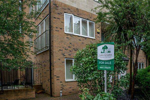 2 Bedrooms Maisonette Flat for sale in Wellesley Court, Ramsgate