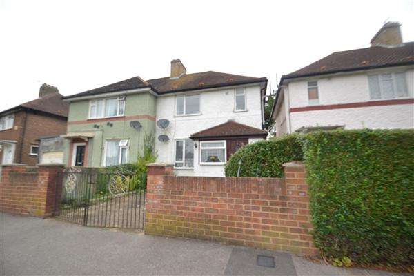 3 Bedrooms Semi Detached House for sale in Ruskin Avenue, Feltham