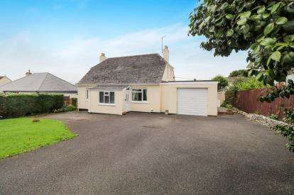 3 Bedrooms Detached House for sale in Bodmin, Cornwall, England