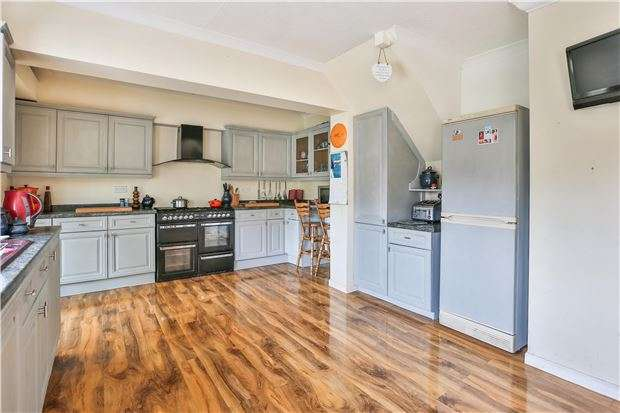 4 Bedrooms Semi Detached House for sale in 7 Ampney Orchard, BAMPTON, Oxfordshire OX18 2AD